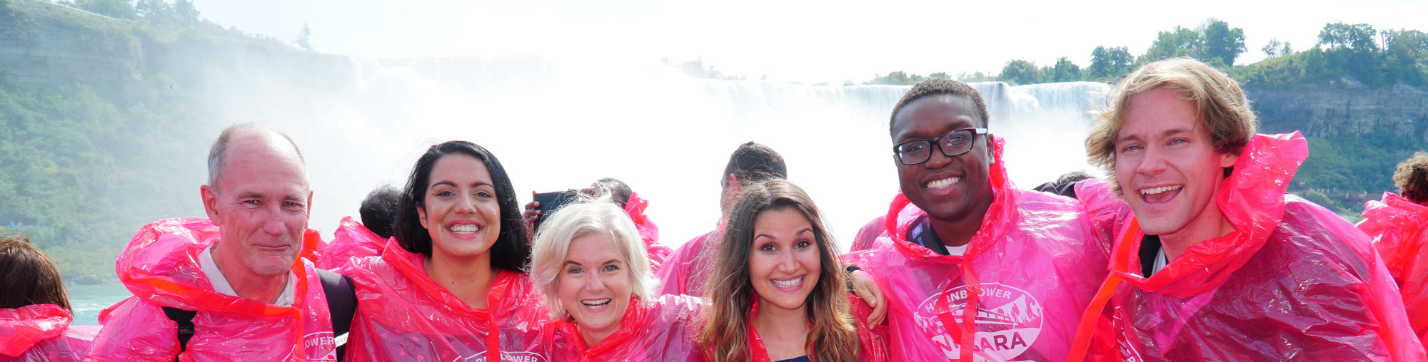 niagara falls group tour on hornblower boat